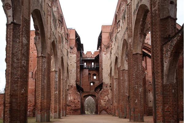 Arne Maasiku arhitektuurifotode näitus Tartu toomkirikust