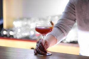 Baar Väljas, Cosmopolitan, kokteil, kohalik jõhvikas, klassikaline kokteil