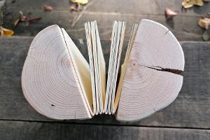 Workshop zum Basteln von Büchern mit Holzeinband in Soomaa