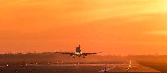 Lennuk maandub lennuväljale