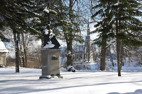 Jakob Hurda monument ja Otepää Maarja kirik