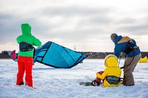 Lumesurf koos lohega talvises Stoomi rannas, Tallinnas