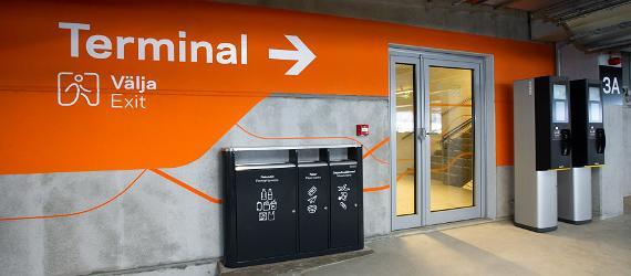 Tallinnan satamaan avautui monikerroksinen pysäköintitalo