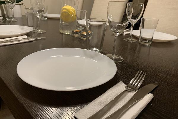 Ilmarine apartment, set table
