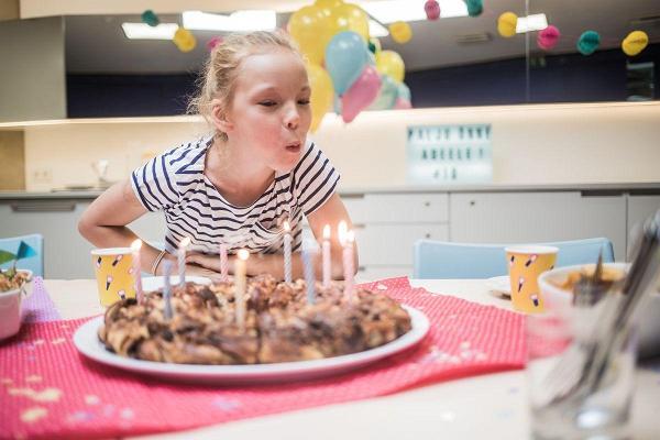 Das Wissenschaftszentrum AHHAA ist der ideale Ort, um einen Geburtstag zu feiern.