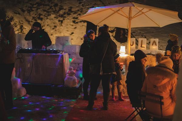 ULA bar, DJ, music, warm drinks, winter, snow bar