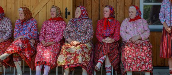 Kvinnorna i Estland slår ett slag för kulturen, traditionerna och framtiden