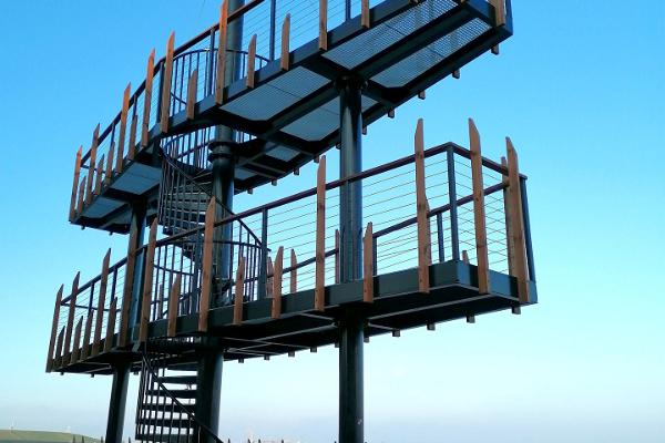 A lookout tower on the Sillamäe beach promenade