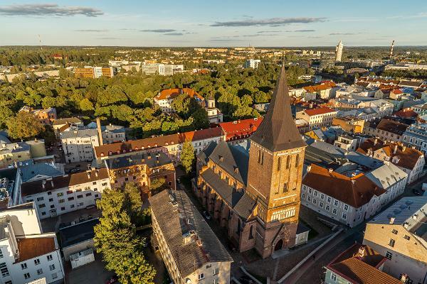 Kirjanduslik jalutuskäik Tartus: Tartu Jaani kirik linnulennult