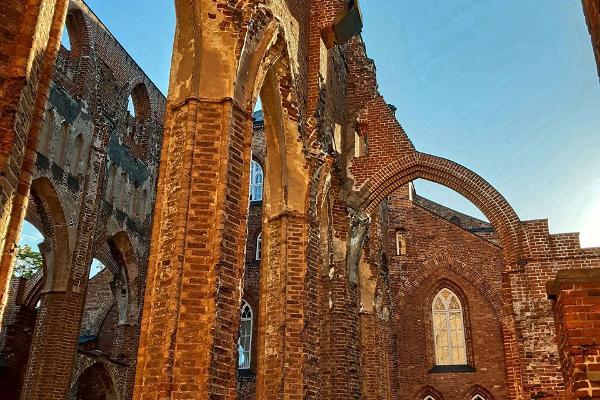 Toomemäe pargis asuvad Toomkiriku varemed