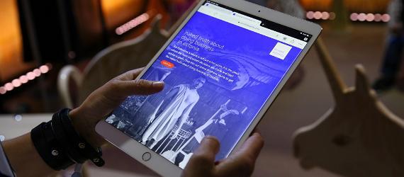 Suures plaanis käed ja tahvelarvuti, lehekülg tutvustab äritegemise võimalusi Eestis