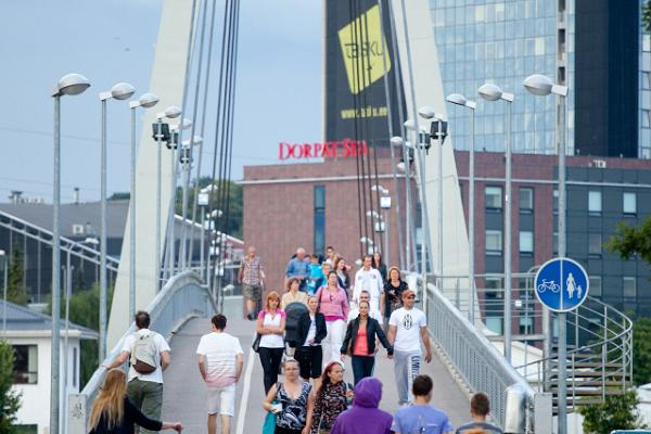 People crossing the Turusild Bridge