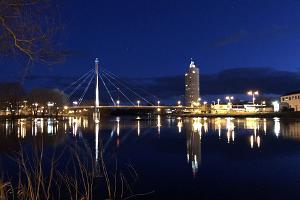 Öinen näkymä Torisillalle