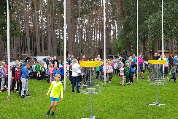 Парк для игры в диск-гольф в Тартумааском центре оздоровительного спорта: обучение игре в диск-гольф для школ