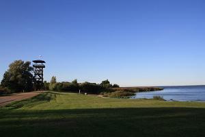 Fågelskådningstornet på Räpina polders bevarandeområde