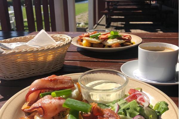 Sõru Pub serves delicious breakfast