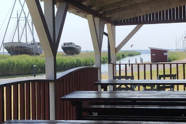 Sõru Pub, terrace overlooking the port of Sõru