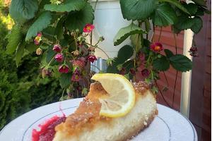Maitsvad kodused Emmaste Teemaja värskelt küpsetatud koogid