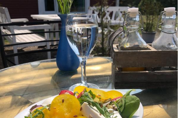 Emmaste Tea House offers delicious meals