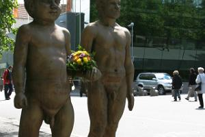 "Skulptur ""Vater und Sohn"""