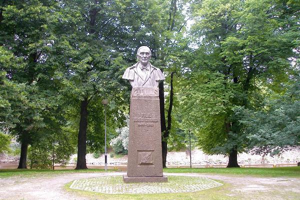 Friedrich Reinhold Kreutzwaldi monument