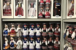 Salmpartner OÜ tekstiilist ja puidust maalitud Eesti rahvuslike nukkude vabrikupood