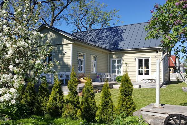 Familjelägenhet i Kuressaare med trädgård och terrass