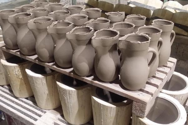 handmade-estonian-ceramics-creamjug-koorekann