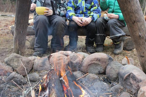 Lõkketoitude valmistamise õpituba Hinniala püstkojas
