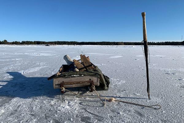 Fischerreise mit einem richtigen Fischer von Kihnu (im Winter mit einem Schlitten)