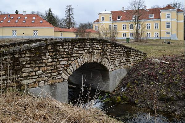 Park im Gutshof Kiltsi und Naturlehrpfad