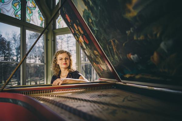 Solist klaveri taga