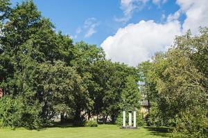 Betti Alverin muistomerkki ja –puisto