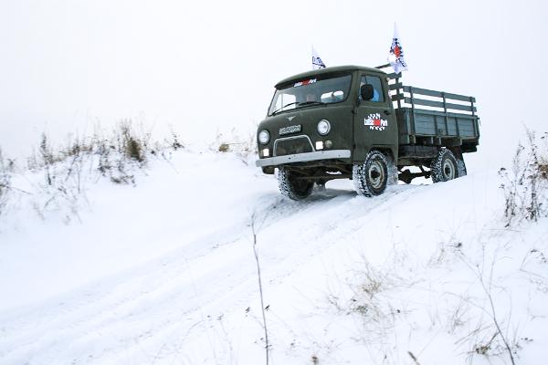 Поездка на внедорожнике УАЗ по трассе с препятствиями в LaitseRallyPark