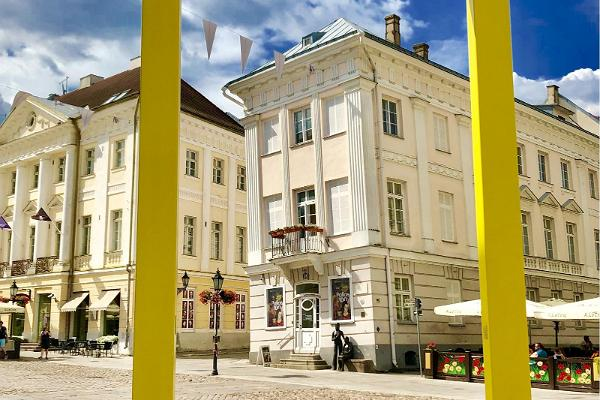 The Leaning House, which is located on Tartu Town Hall Square, is home to the Tartu Art Museum