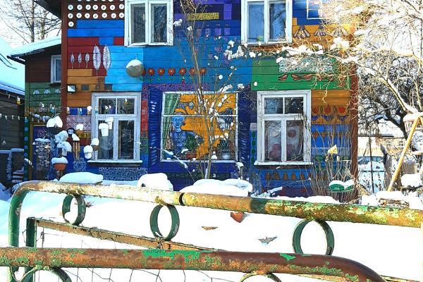 Street art in snowy Supilinn district