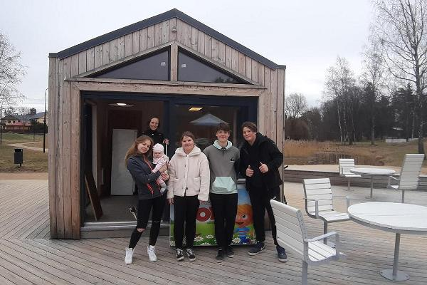 Cafe Lohvik, four young people and one mentor