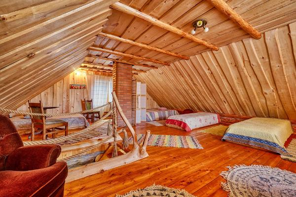 Saare Järve Puhkemaja. Cozy second floor sleeping area