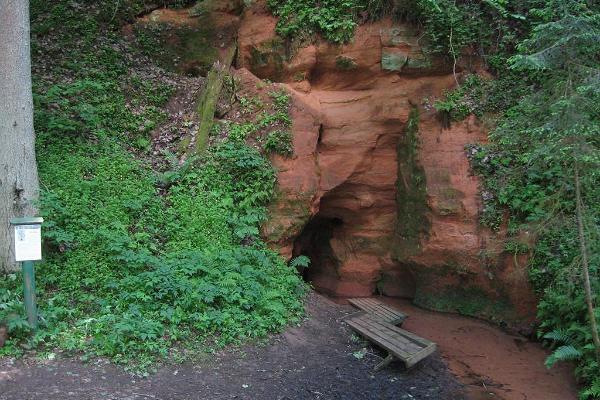 Tilleoru matkarajal asuv koobas