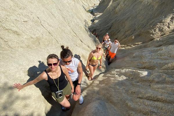 Äventyrslig SUP-tur i Rummu stenbrott