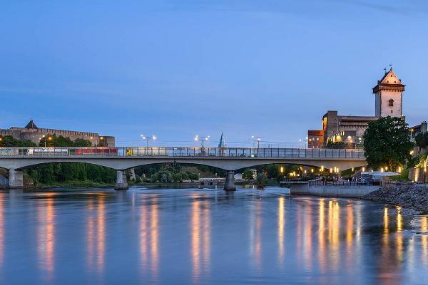 Narva Jõepromenaad ja vaade kindlusele