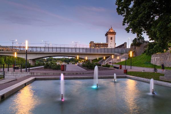 Purskkaevud Jõepromenaadi ääres ja Narva kindlus