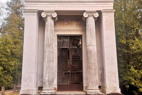 Kudjape kalmistul on palju põnevat ajalugu ja arhitektuuri