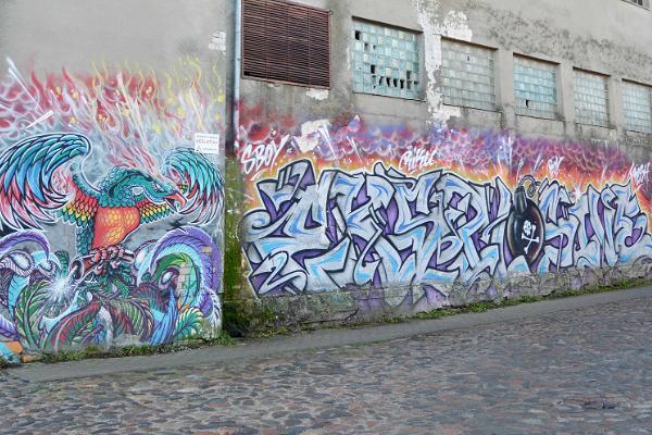 Grafiti Kuressaare vana leivakombinaadi seinal.