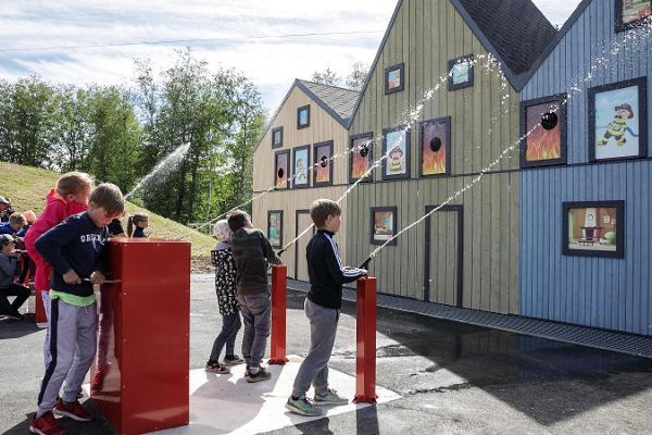 """Piedzīvojumu centra """"Kiviõli"""" ģimenes parks, ugunsdzēsības akadēmija"""