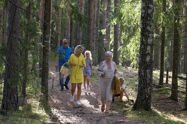 Iisaku Parish Museum tour in Alutaguse forest
