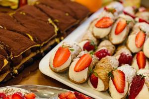 Pizzeria MyItaly, Pannacota und Cannolos mit Erdbeeren