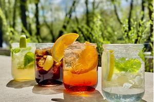 Café Delta und Getränke für die Terrasse