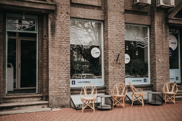 Pärnun matkailuneuvonta kahvila-designpuoti Sonnessa