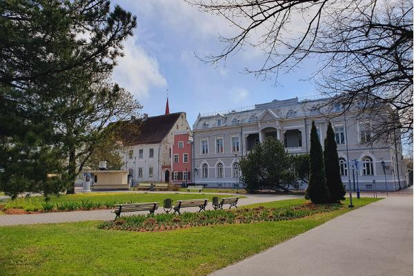 Guided tour of the mighty women of Pärnu